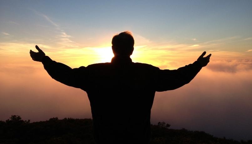 uomo-in-preghiera