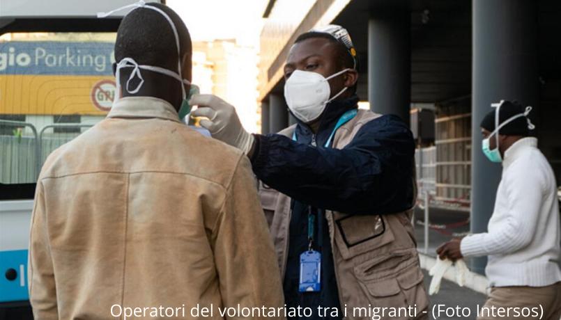 Operatori del volontariato tra i migranti - (Foto Intersos)